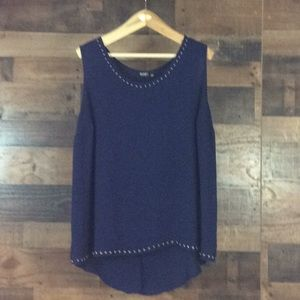 Woman's Ana Sleeveless Top